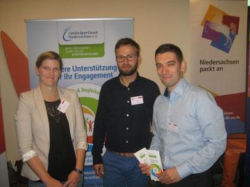 Der LandesSportBund (Integration durch Sport und Sport integriert Niedersachsen)  ist bei einer Konferenz des Bündnisses durch Roy Gündel (von rechts), Robert Gräfe und Stefanie Kosik vertreten