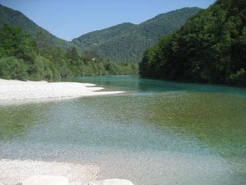 Der Fluss Soca in Tolmin/Slowenien