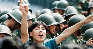 Militæret indtog den 4. juni 1989 Tiananmen pladsen i det centrale Beijing