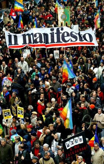 Il Manifesto rykkede i verdensoffentligheden, da en af bladets reportere, Giuliana Sgrena, blev kidnappet i Irak. Il Manifesto organiserede i den forbindelse en demo mod Irak-krigen i Rom med 500.000 deltagere.
