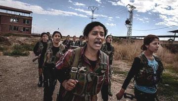 Kurdiske kvinder fra YPG-militsen i Kobane