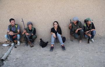 Fighter fra de kurdiske kvindeforsvarsenheder PYD  i Rojava (Nordsyrien)