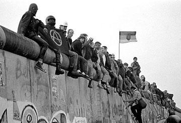 Autonom bz'-aktion på muren ved 'Kubat Dreieck' 1988