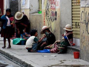 Neoliberalismens hæslige fjæs: voksende social ulighed og forarmelse (Fattige i La Paz, Bolivia)