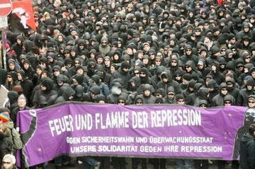 Autonom anti-repressionsdemo i Hamburg