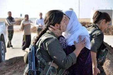 Afsked med familien der forlader Kobanê