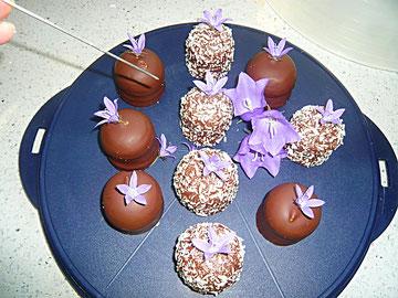bomben mit glochenblumenblüten