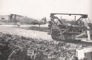 405th FS _ P47 Tunderbolts (Photo courtesy Higgins Family Collection)