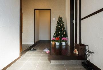 玄関戸間を挟んで西側が親世帯スペース