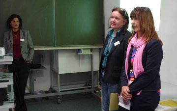 Handan, ehem. TIO-Teilnehmerin, Hamindokht Klein (ganz links) und Cornelia Aukslat-Bölk (Mitte), beide vom TIO e.V.