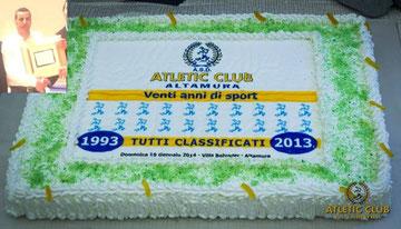 nella foto la torta e nel riquadro Francesco Artellis