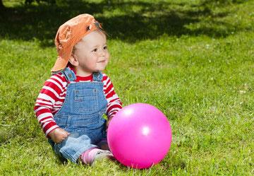 faire jouer les enfants en plein air fait du bien pour leurs yeux - article association Art de Voir