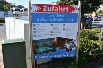 Bild: Hinweisschild für die Zufahrt zu den Ferienwohnungen in der Residenz Meeresbrandung