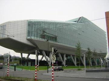 ING Group, Amsterdam Zuid:環状バイパス沿線にあるオフィスビル:本書p296