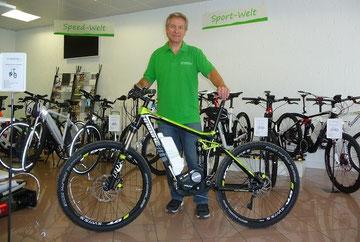 Roger Martin in seinem neuen e-motion e-Bike Shop Lenzburg