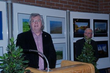 Bezirksvorsitzender Dr. Dieter Groß bei der Eröffnung der Fotoausstellung