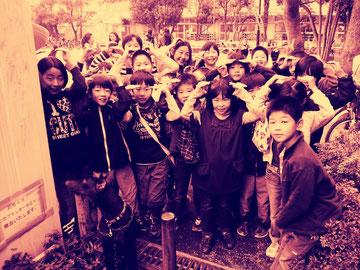 公園に子供がいっぱい