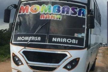 L'autobus che è stato attaccato dai militanti Al-Shabaab a Nyongoro sulla strada Lamu-Mombasa il 2 gennaio 2020