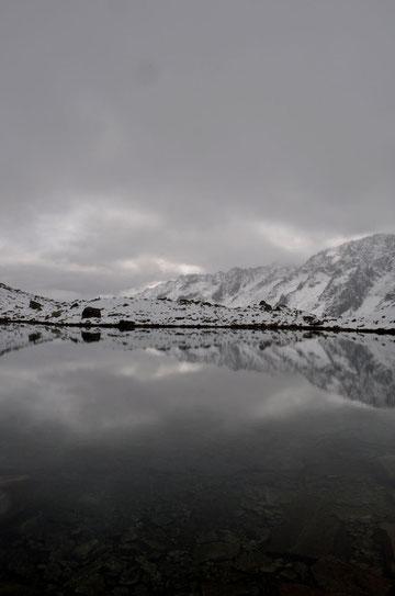 Mystische Stimmung am Bergsee (NS)
