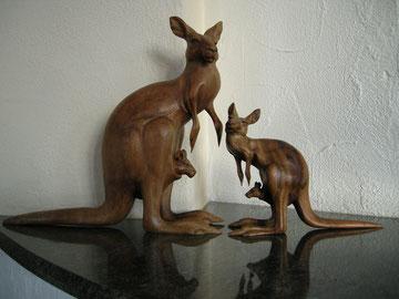 Känguru Skulptur Schnitzerei Paul Widmer Holzskulptur