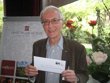 Ed Eggink mit CVJM-Briefmarken aus Wolfsburg