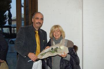 Arrivo del Sindaco e consegna di una rosa bianca