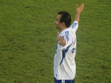 Andreas Siebert (Voba Mosbach) fordert den Ball