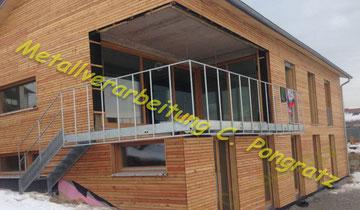 Balkongeländer Stahl vorbereitet für Holzfüllung
