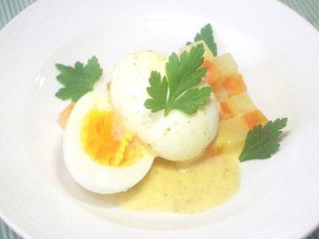 茹で卵にマヨネーズをかけたウフ・マヨネーズ