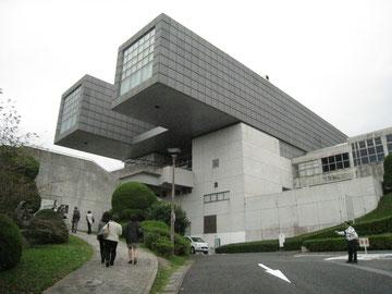 美術館は、車の教習所の検定コースでした