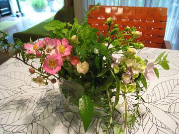 庭で摘んだ花。