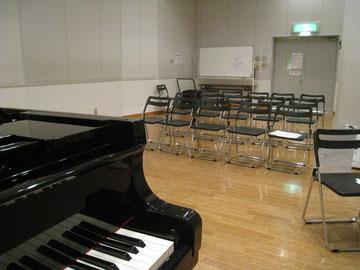 中練習室。