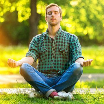 Regelmäßigs Meditieren auch in der Natur hilft, Stress abzubauen und seinen eigenen Mustern auf die Schliche zum kommen
