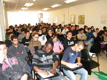 Numerose classi seguono il convegno in Aula Magna