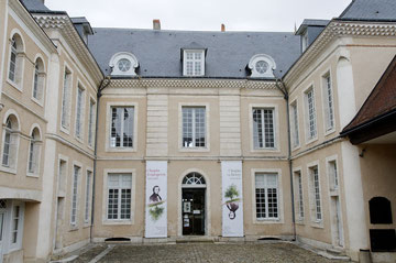 Musée Hotel Bertrand vu de la cour.