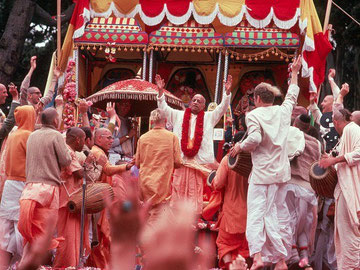 Ratha Yatra Celebration with Srila Prabhupada chanting Hare Krsna all life long