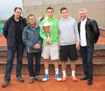 M. Michelstädt (Autohaus Kalkan), K. Knof (Abteilungsleiter TVA Tennis), M. Netuschil (Sieger 2014), M. Lenz (Finalist), W. Haun (Bezirksvorsitzender TB Ufr.)
