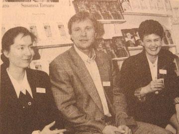 Edda Striemer, Wilfried und Andrea Erler auf der Frankfurter Buchmesse 1995 // Foto:  © Diogenes Verlag