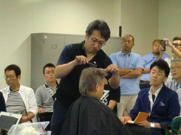 斉藤 操 中央講師(千葉県)を招いて、宮崎県理容組合の講習会が開催された(2018.7.30)