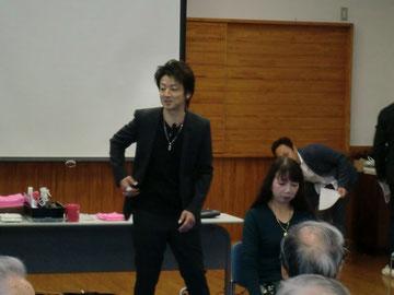 山口美星中央講師(鹿児島)を招いて、宮崎県理容組合日向支部講習が開催された(2018.12.3)