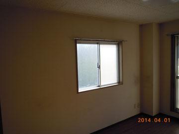 壁紙施工例. 写真の通り天井ジプトーン(虫食い模様)なのですが、これを壁紙仕様にすればかなりのイメージチェンジが図れます。