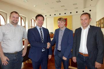 Bild: Glückwunsch für den neuen Citymanager - Jörg Blaschek, OB Thomas Thumann, Christian Eisner, Gerhard Künzel (von links) Foto: Franz Janka