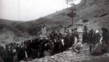 1940. La Virgen a hombros en la Fuente Aparicio