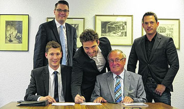 Ein historischer Moment: CDU und SPD verlängern ihre Zusammenarbeit für weitere sechseinhalb Jahre: Jochen Emonds, Dr. Tim Grüttemeier, Patrick Haas, Dieter Wolf und Martin Peters (v.l.).