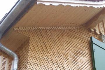 Rundschindelfassade mit Zopfabschluß