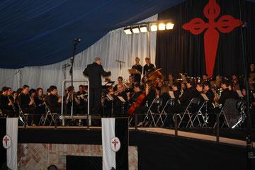 D. Abel Moreno dirigiendo a la Filarmónica Beethoven.
