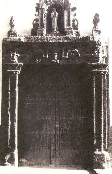 Antigua portada de la Madre de Dios desaparecida en la década de los sesenta del pasado siglo XX