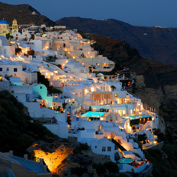 Night life in Oia
