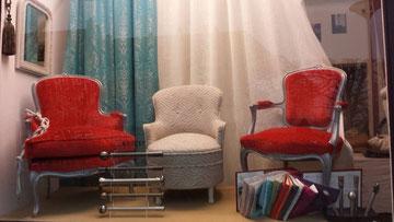 Bergère et fauteuil  Louis XV en satinelle aluminium avec un brossé noir