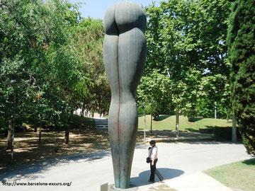 Памятник попе в Барселоне